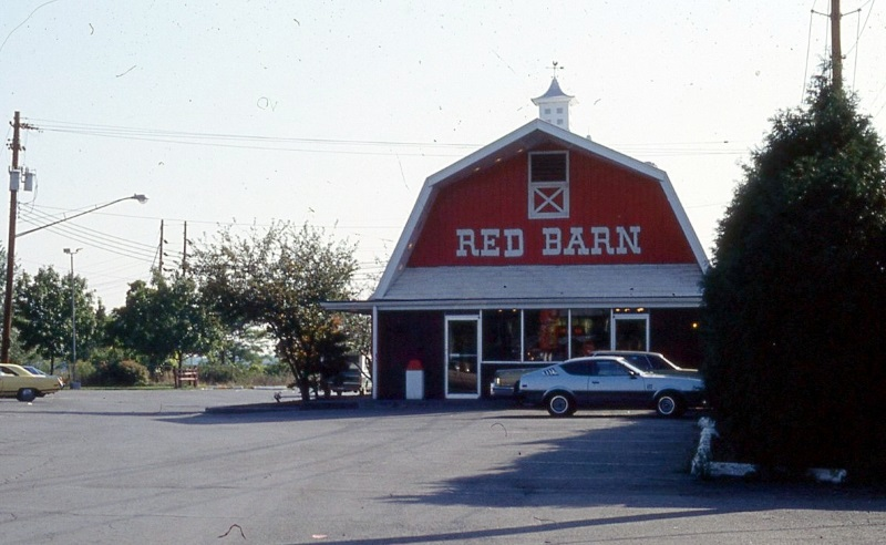 red-barn-restaurant-shaped-like-a-barn-with-cars-parked-in-front